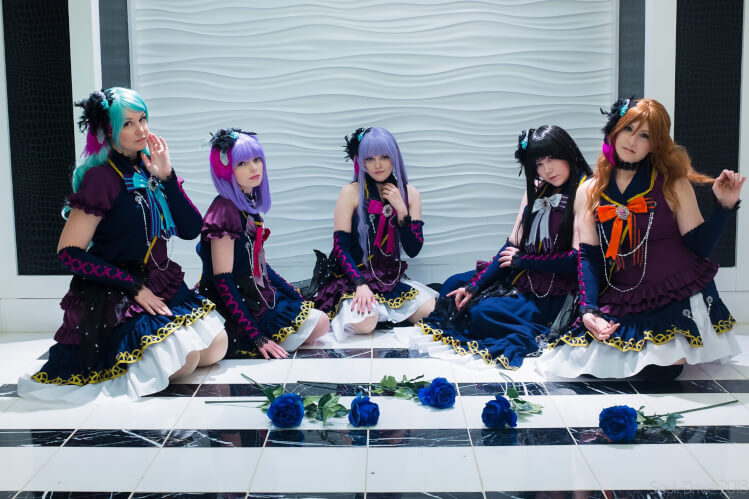 My lovely Roselia sisters and I at MAGfest2018! Photo: SoulDriveP / Ako: Ruurin / Yukina: Allinia /...